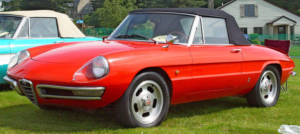 2005517155916_1967-Alfa-Romeo-Duetto-Red-Front-Angle-st.jpg