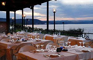 Awesome La Terrazza Sul Lago Anguillara Contemporary - Amazing ...